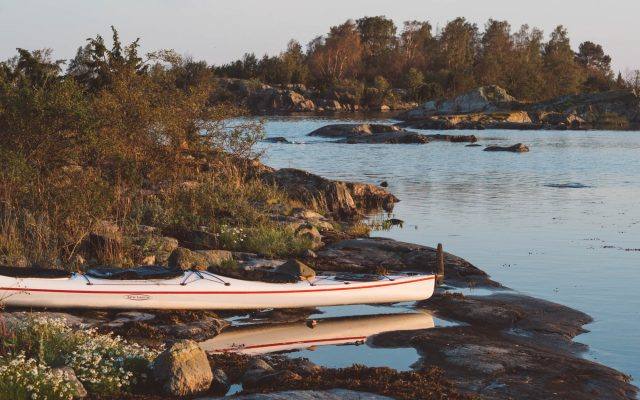 jake_kayak_on_land_in_maze_4x6_2000